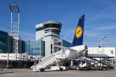 Kontrollturm am Frankfurt-Flughafen Lizenzfreies Stockfoto