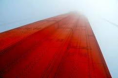 Kontrollturm im Nebel lizenzfreie stockfotos