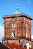 Kontrollturm mit Borduhr Stockfotografie