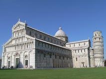 Kontrollturm und Kathedrale Stockfotos