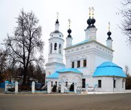 Kontrollturm und Kathedrale Stockbild