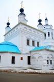 Kontrollturm und Kathedrale Lizenzfreie Stockfotos