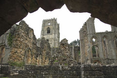 Kontrollturm und Ruinen Lizenzfreies Stockbild