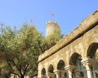 Kontrollturm und Ruinen in Genua Stockfoto