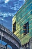 Kontrollturm- und skytrainschiene Lizenzfreie Stockfotos