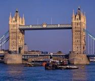 Kontrollturmbrücke Stockbild