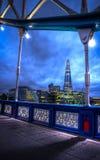 Kontrollturmbrücke bis zum night HDR Stockbilder