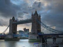 Kontrollturmbrücke in London. Stockfotos