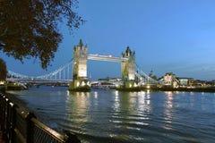 Kontrollturmbrücke nachts Lizenzfreies Stockbild