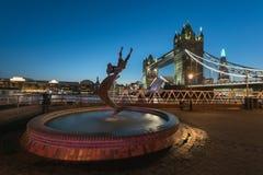 Kontrollturmbr?cke - London stockbilder