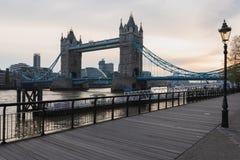 Kontrollturmbr?cke - London lizenzfreie stockfotos