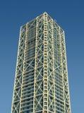 Kontrollturmgebäude mit externer metallischer Struktur Lizenzfreies Stockbild