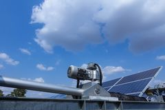 Kontrolny silnik energii słonecznej roślina słońce tropi system w Tajlandia fotografia stock