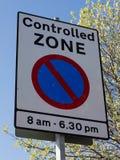 Kontrolowany strefy CPZ znak z czasów ograniczeniami na jawnej autostradzie Birkenhead wirral Kwiecień 2019 fotografia royalty free