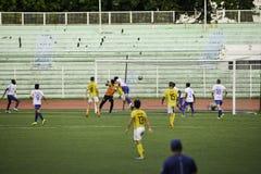 Kontroversiellt mål Kaya vs hingst - Filippinerna för liga för Manila fotboll enig Royaltyfri Fotografi