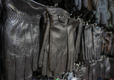 Kontuar z rękawiczkami w sklepie obraz stock