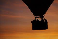Kontur av att flyga ballongen för varm luft arkivbilder