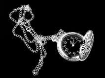 Kontur av den antika klockan på en svart bakgrund Royaltyfri Fotografi