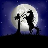 Kontur av den härliga flickan och enhörningen Royaltyfri Bild