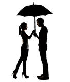 Kontur av det hållande paraplyet för asiatiska par Arkivbilder