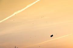 Kontur av draken mot orange himmel Royaltyfria Foton