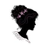 Kontur av en härlig flicka med staplat hår Vektorillustr Stock Illustrationer
