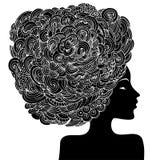Kontur av en härlig kvinna med lockigt hår Abstrakt dekorativ modeillustration för monokrom Vektor för handteckningsklotter Royaltyfri Fotografi