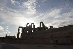 Kontur av en romersk amfiteater Arkivbild