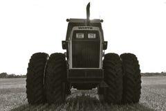Kontur av en traktor från den vita traktorlinjen Arkivbilder
