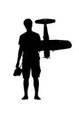 Kontur av en ung man eller en pojke med ett RC-flygplan Arkivbilder