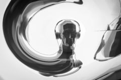 Kontur av ett digitalt huvud för cyber i hörlurar som en dj royaltyfri bild