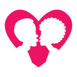 Kontur av kyssande par i rosa hjärta Royaltyfri Fotografi