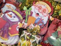 Kontur av Santa Claus med julpackar Royaltyfri Fotografi