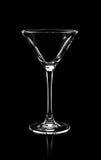 Kontur av tomt martini exponeringsglas som isoleras på svart bakgrund, Royaltyfri Fotografi