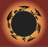 Kontur av världen med djur Arkivfoto