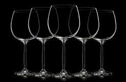 Kontur av vinexponeringsglas på svart Royaltyfri Bild