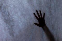 Kontur ręki na ciasnym ekranie, wezwanie dla pomocy zdjęcia royalty free