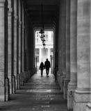 Kontur som går i Paris arkivfoto