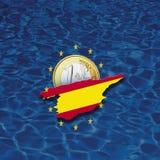 Kontur von Spanien mit Sternen der Europäischen Gemeinschaft und von Euromünze gegen blauen Hintergrund, digitale Zusammensetzung Lizenzfreies Stockfoto