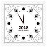 Konturen av visartavlan av klockan med spår av hund`en s tafsar i stället för diagram översikt Royaltyfria Bilder