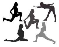 Konturer av kvinnor i yoga poserar, och sporten övar på en whit Arkivbild