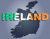 Konturerna av territoriet av det Irland och Irland ordet i färgerna av nationsflaggan stock illustrationer