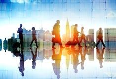 Konturfolk som möter Cityscape Team Concept Arkivfoto