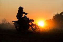 Konturmotocrosshastighet i spår fotografering för bildbyråer