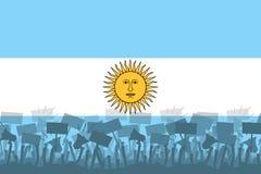 Konturn av den protestera folkmassan mot bakgrunden av flaggan av Argentina Protester i Argentina stock illustrationer
