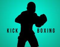 Konturn av den unga mannen som kickboxing på svart arkivbilder