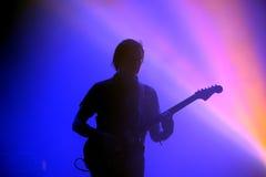 Konturn av gitarristen av spanjor för Los Planetas sätter band Arkivfoton
