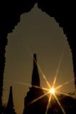 Konturpagoder med solstjärnor arkivfoto