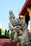 Konung av nagastatyn i thai tempel Arkivbild