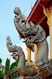 Konung av nagastatyn i thai tempel Arkivfoto